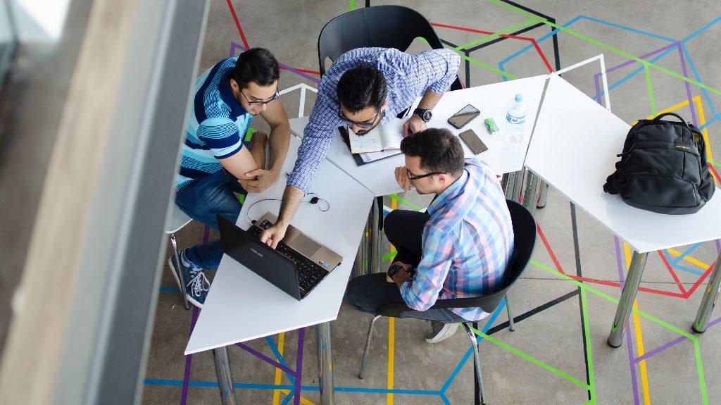 ¿Cómo configurar equipos de trabajo de alto impacto?